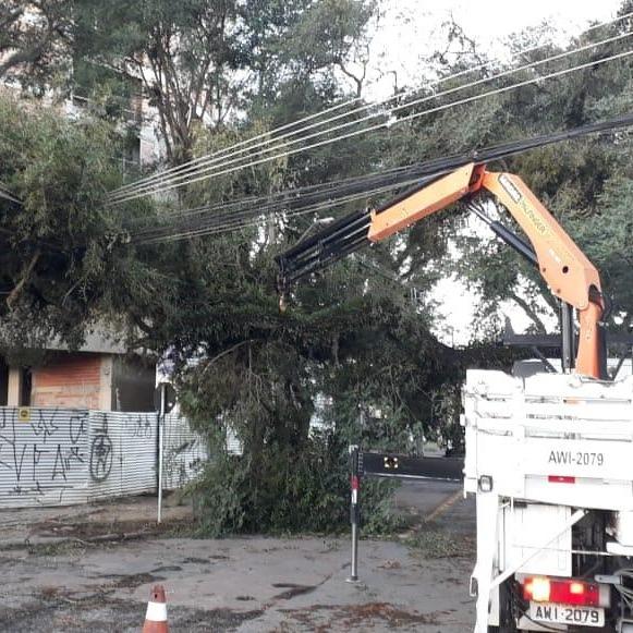 Após vendaval, cerca 4 mil imóveis continuam sem energia em Ponta Grossa