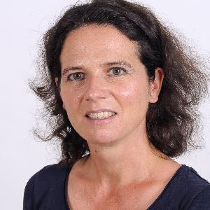 Épisode #18 - Dr Marie-Céline Ray : Les phages, le traitement de la dernière chance pour venir à bout des infections ?