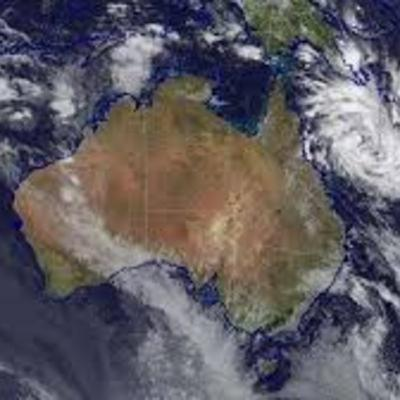 Can the mountain ranges in Cairns change a Cyclones path?