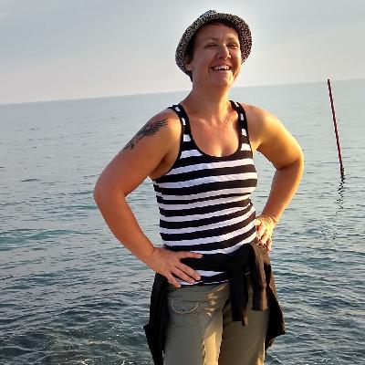 Liza Lomax - Body image coach - Medium- adventurer - positive driven - Joyful woman