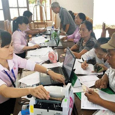VOV - Trước giờ mở cửa: Trên 6,5 triệu hộ gia đình được vay vốn ưu đãi tại Ngân hàng Chính sách Xã hội theo phương thức ủy thác