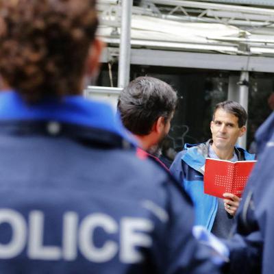 Stooszyt: Polizist*in nur mit Schweizer Pass