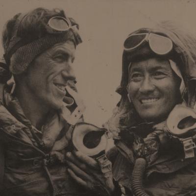 הילארי ונורגיי מטפסים על האוורסט