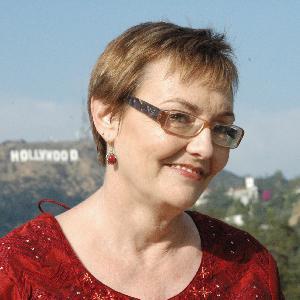 53 - She loves to climb mountains: Tom interviews Denise Wakeman