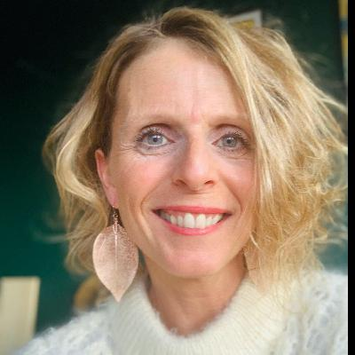 #169 Esther Schmitt : J'arrête de me sentir fatigué.e !