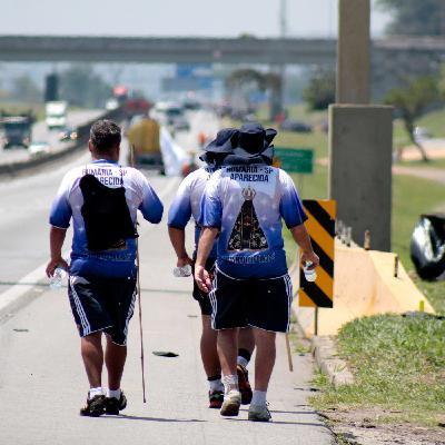 STF prorroga dois inquéritos na PF; polícia paraguaia prende suspeitos de chacina; e aumentam romeiros rumo a Aparecida