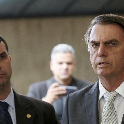 Bolsonaro encara cirurgia enquanto surgem novas denúncias contra seus filhos