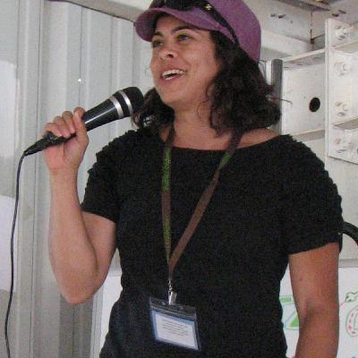 Meet the Experts - Lara Souza, plant ecologist