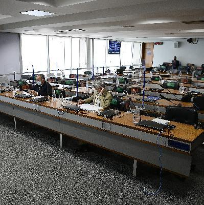 Última chamada da CPI; Bolsonaro fala em reduzir conta de luz; Argentina congela preços