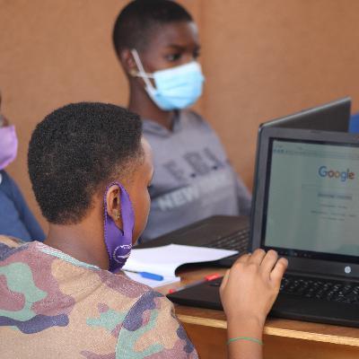 Des collégiennes à la découverte du blogging au camp de Guerra Hub
