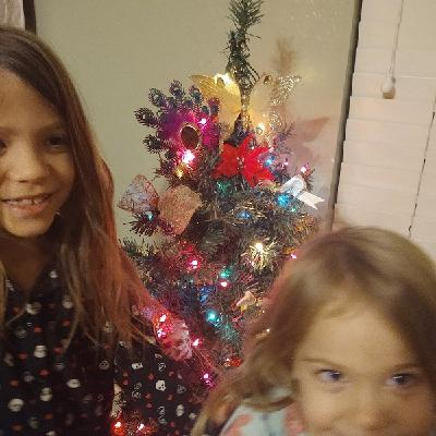 Ep. 56. Lizzie And Lilli Christmas Day Song. The Princess Show Podcast.