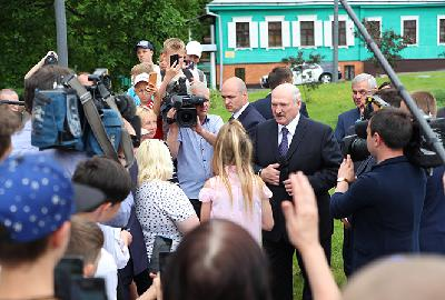 Разочаровать большинство. Чалый объяснил, зачем это Лукашенко