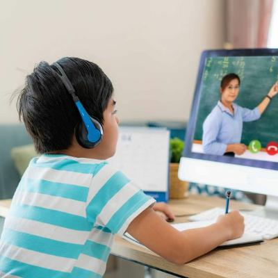 476- The UAE Opens A Free Coding School (03.09.20)