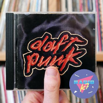 """Daft Punk """"Homework"""" (1997) : comment les frenchies ont réussi à imposer la techno sur la bande FM"""