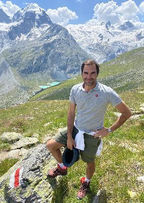 71: Les 2 Alpes, Engelberg, Roger Federer & 'Traffic Light' Travel