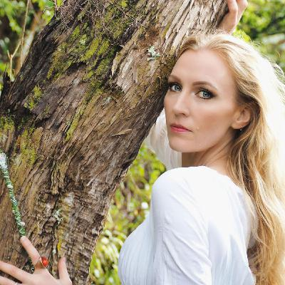 New Zealand singer/songwriter Parabola West is my very special guest in 432hz!