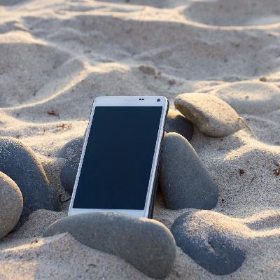 Tecnologia in vacanza: quali rischi? Waterproof è subacqueo?