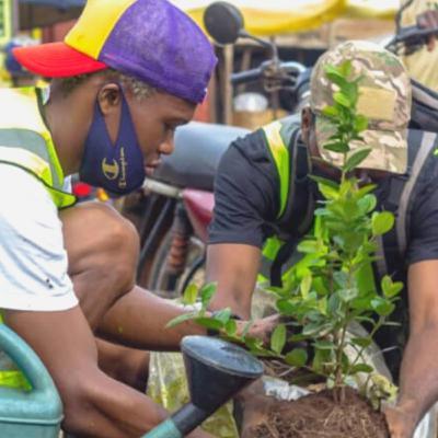 La salubrité à l'embarcadère de Ganvié : la mission pour laquelle Anas Seko mobilise les jeunes