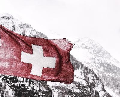 S3E30 / Gun Violence in America / What the Swiss can teach us