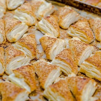 185- לחם מלא ושושנים خبز اسود وورود