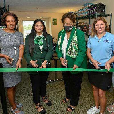 Georgia Gwinnett College Go Above Offering Education By Opening A Food Pantry
