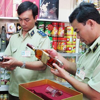 VOV - Dòng chảy kinh tế: Chống buôn lậu gian lận thương mại và hàng giả: Không để buôn lậu diễn ra phức tạp trong dịp Tết