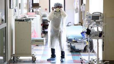Pandemic Dispatches From The ER, One Year Later