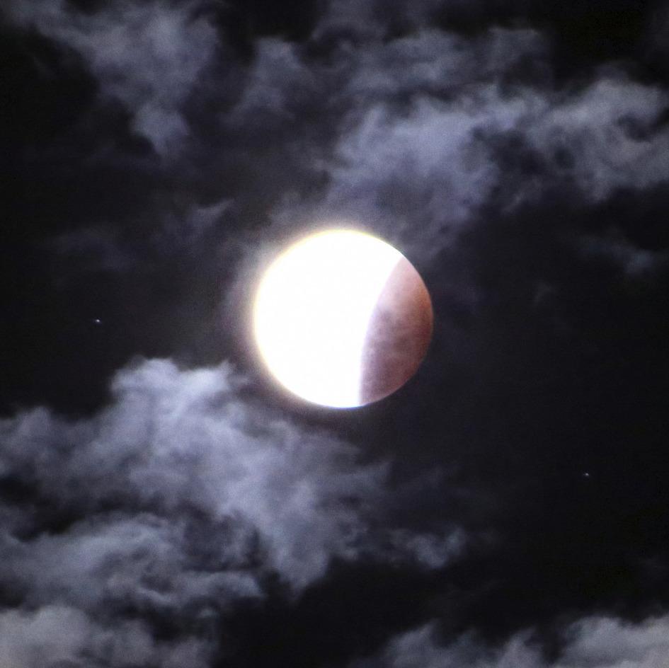 PALI CHANTING: Canda Paritta/Moon Protection at Lunar Eclipse