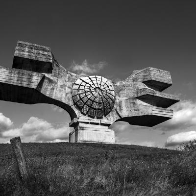 Spomenik: un viaggio fotografico in quel che resta della ex-Jugoslavia di Tito | Con Alberto Campi