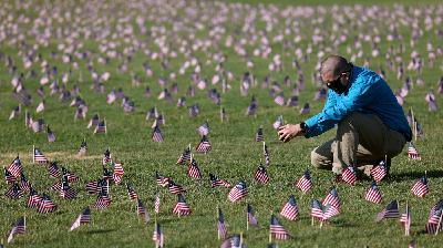 Memorializing The Deaths Of More Than 500,000 Americans Lost To COVID-19
