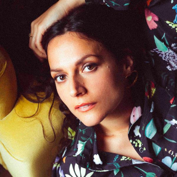 Épisode #29 - NACH Anna Chedid : Le féminin engagé et la musique