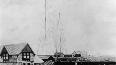 Acontece que no es poco | Primera transmisión por radio transoceánica