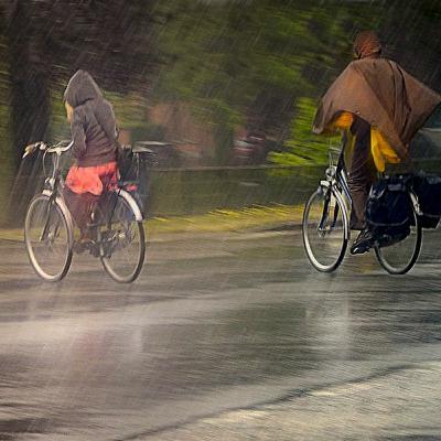 Episode 49 : le Vélo, la pluie et la voiture