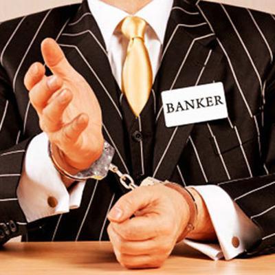 Zijn het allemaal criminelen bij de banken? Waar komen al die boetes voor witwassen vandaan?