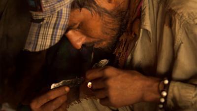 شباب باكستان يغرقون في بحر المخدرات
