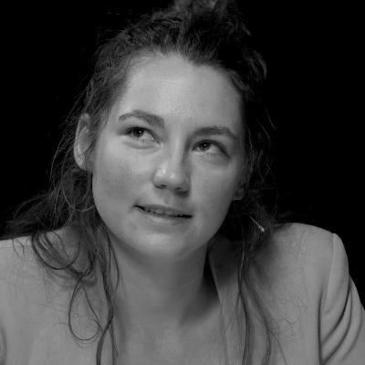 Angelique Van Ombergen: De mensheid op haar tippen